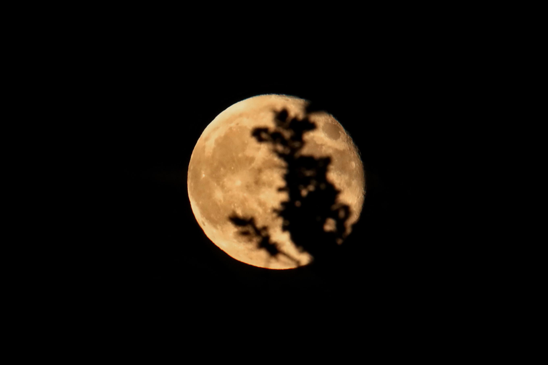 Warum Ist Der Mond Rot